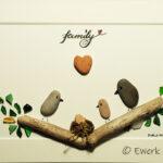 Kieselbild family mit Treibholz Meerglas und Brushlettering